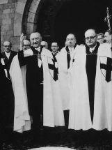 Konrad Adenauer z podniesion rk