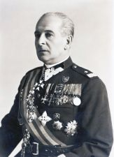 W mundurze generalskim